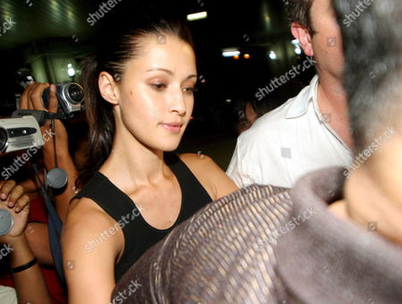 Australian Model Michelle Leslie Prepares to Leave Bali For Australia As She Arrives at Bali Airport in Denpasar Bali Indonesia On Saturday 19 November 2005 Leslie Was Freed After Spending the Three Month in Jail Sentence She Received Leslie Was Arrested in August After Authorities Found Ecstacy Pills in Her Luggage