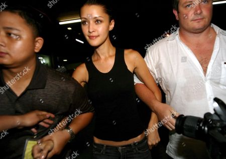 Australian Model Michelle Leslie (c) Leaves Bali For Australia As She Arrives at Bali Airport in Denpasar Bali Indonesia On Saturday 19 November 2005 Leslie Was Freed After Spending the Three Month in Jail Sentence She Received Leslie Was Arrested in August After Authorities Found Ecstacy Pills in Her Luggage