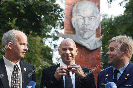 Members of the Main International Space Crew Us Astronaut Jeffrey Williams (r) Canadian Billionaire Guy Laliberte (l) and Russian Cosmonaut Maxim Surayev (c) Pose For Photographers in Front of a Monument to Bolshevic Leader Vladimir Lenin Prior Their Departure From Star City Outside Moscow to Cosmodrome Baikonur Russia 10 September 2009 the Launch of the International Space Mission From Baikonur is Scheduled For 30 September 2009