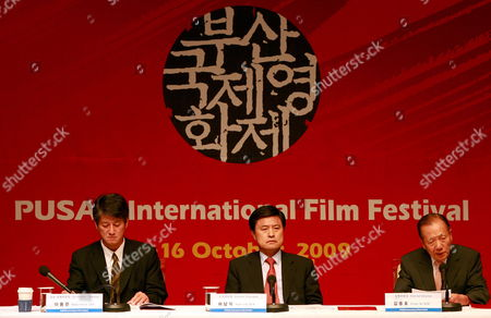 Stock Photo of Lee Yong-kwan (l-r) Co-festival Director Hur Nam-sik Festival Chairman and Mayor of Pusan City and Kim Dong-ho Co-festival Director of the 14th Pusan International Film Festival Attend a Joint Press Conference in Seoul South Korea 08 September 2009 the 14th Pusan International Film Festival Will Present 355 Films From 70 Countries From 08 to 16 October