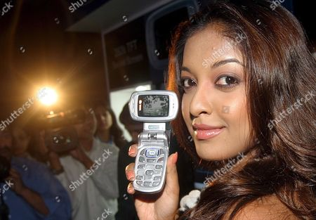 Former Miss India World Tanushree Dutta Holds Newly Launched India's First Wide Screen Samsung Cdma Phone 'Wideo' As She Poses For Photographers During a Press Conference in New Delhi India On Wednesday 24 May 2006 Samsung Telecommuications India Pvt Ltd Announced the Launch of 'Wideo' Cdma Phone Partners Exclusively with Tata Indicom