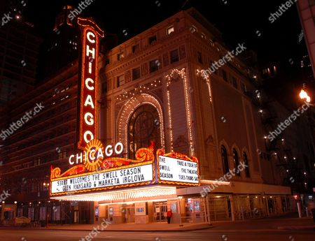 Chicago Theater in downtown Chicago, America