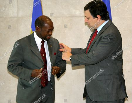 European Commission President Jose Manuel Barosso (r) Welcomes Denzil Douglas Prime Minister of the Caribbean Island St-kitts-and-nevis at the Eu Headquarters in Brussels Tuesday 07 March 2006