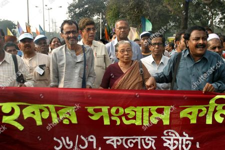 The India Hawker Sangram Committee Shout Slogans During a Protest Rally Against the Bengal Government and Central Goverment On the Issue of the Implementation of a New Hawker Identity Card in Calcutta On Wednesday 24 November 2004 the Rally Was Led by Famous Social Worker of Bengal Mahasweta Devi (c)