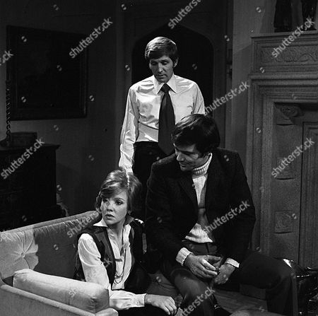 'Thriller' -  Season 2: Episode 1: 'Only A Scream Away' -  Hayley Mills with David Warbeck (sitting) and Gary Collins