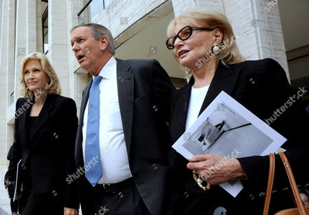 Abc News Anchor Charlie Gibson (c) Abc News Correspondent Diane Sawyer (l) and Host of the Television Show the 'View' Barbara Walters Exits the Memorial Service For the Long Time Cbs News Anchor Walter Cronkite at Lincoln Center in New York Usa 09 September 2009