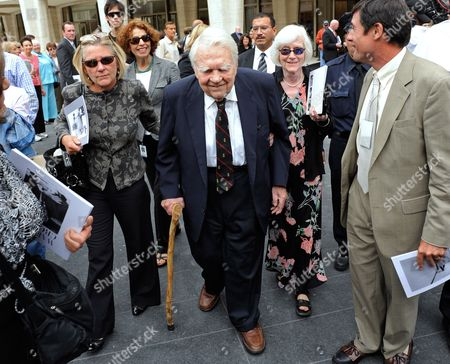 Andy Rooney (c) From the Cbs Show '60 Minutes' Exits the Memorial Service For the Long Time Cbs News Anchor Walter Cronkite at Lincoln Center in New York Usa 09 September 2009