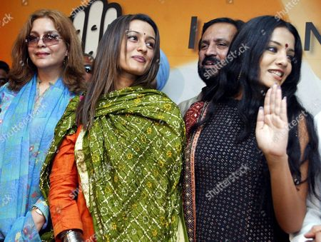 Bollywood Actresses Zeenat Aman (l) Namrata Shirodkar (c) and Celina Jaitley (r) During a Press Conference in New Delhi 05 March 2004 After They Joined India's Main Opposition Congress Party Many Celebrities Joined the Congress Party Led by Sonia Ghandi As India Heads Into Elections Expected Around April-may Epa/harish Taygi