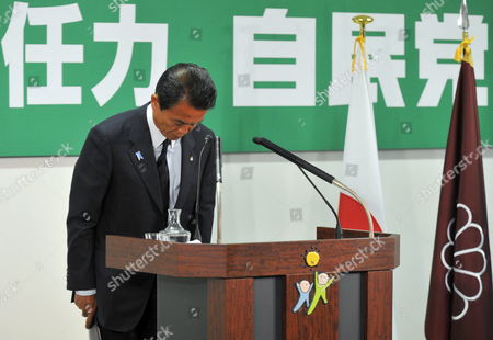 Japanese Prime Minister Taro Aso Bows After Concluding His Last News Conference As President of the Ruling Liberal Democratic Party (ldp) at Party's Headquarters in Tokyo Japan 31 August 2009 Following the Historical Defeat in the Lower House Elections the Ruling Ldp Lost Power For Only the Second Time Since 1955 and Opposition Democratic Party of Japan (dpj) Led by Yukio Hatoyama Won a Landslide Victory in the General Election Japan Tokyo