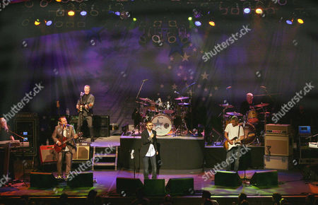 Edgar Winter, Colin Hay, Hamish Stuart, Ringo Starr, Billy Squier, Gregg Bissonette and Gary Wright.