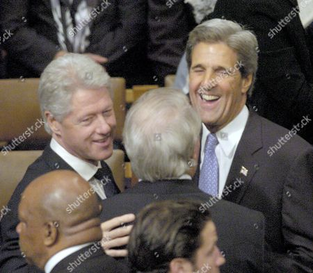 Former United States President Bill Clinton (l) Laughs with Former Canadian Pm Brian Mulroney (c) and United States Sentator and Democratic Presidential Candidate John Kerry (r) Before the Start of the State Funeral For Former Us President Ronald Reagan in the National Cathedral Washington Dc Thursday 10 June 2004