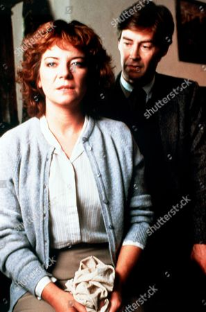 Stock Photo of 'PD James Mini Series'   TV   'Cover Her Face'  Picture shows - Clare Higgins as Catherine Bowers and Rupert Frazer as Stephen Maxie