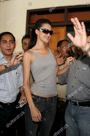 Stock Photo of Australian Model Michelle Leslie (l) Smiles As She Walk out From Kerobokan Jail in Denpasar Bali Indonesia On Saturday 19 November 2005 Leslie Was Freed After Spending the Three Month in Jail Sentence She Received Leslie Was Arrested in August After Authorities Found Ecstacy Pills in Her Luggage