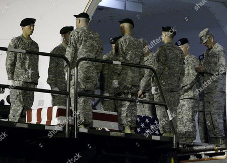U S Army Chaplin Major Scott Rummage Right Says a Prayer Over the Remains of U S Army Sergeant Paul Brooks of Joplin Missouri During the Dignified Transfer at the Dover Air Force Base Dover Delaware Usa On 24 May 2009