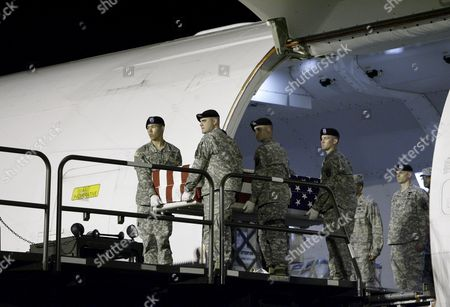 Members of the Us Army Dignified Transfer Team Carry the Flag Draped Transfer Case Containing the Remains of Us Army Sergeant Paul Brooks of Joplin Missouri During the Dignified Transfer at the Dover Air Force Base Dover Delaware Usa On 24 May 2009