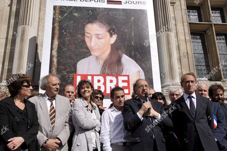 Former Iraqi Armed Group Hostage French Journalist Florence Aubenas (3rd L) Herbe Marro (c) and Mayor Bertrand Delanoe (r ) Accompanied by Members of the City Government Listen to the Colombian Ambassador Fernando Cepeda Ulloa As He Speaks to Celebrate Ingrid Betancourt's Liberation in Front of the City Hall in Paris France 03 July 2008 the Word Libre (free in French) Has Been Added to the Giant Portrait of the French-colombian Politician Who Was Kidnapped by Farc in 2002 Betancourt Was Liberated by the Colombian Army On 02 July