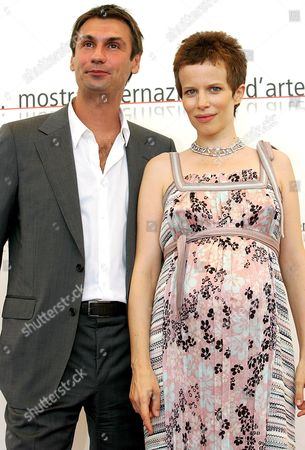 Italian Actors Fabrizio Gifuni (l) and Sonia Bergamasco Pose For a Photo at the End of the Press Conference of the Film 'Musikanten' Directed by Compatriot Singer Songwriter and Musician Franco Battiato and Starred by Director Alejandro Jodorowsky in the Role of Ludwig Van Beethoven Held on Sunday 04 September 2005 the Film Will Be Presented out of Competition at the 62nd International Exhibition of Cinema Art Better Known As Venice Film Festival Italy Venice, Ita