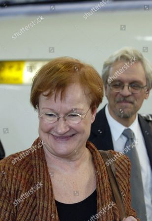 Finnish President Tarja Halonen (c) and Her Husband Dr Pentti Arajarvi (r) Board Shinkansen Train at Tokyo Station Friday 22 October 2004 President Halonen Departed For an Overnight Stay in Kyoto During Her State Visit to Japan From 19-24 October