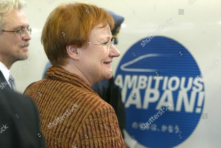 Finnish President Tarja Halonen (c) and Her Husband Dr Pentti Arajarvi (l) Board Shinkansen Train at Tokyo Station Friday 22 October 2004 President Halonen Departed For an Overnight Stay in Kyoto During Her State Visit to Japan From 19-24 October