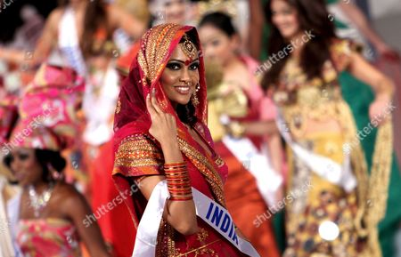 Stock Image of Miss India Esha Gupta Presents Her National Costume at the 47th Miss International Beauty Pageant in Tokyo Japan 15 October 2007 Miss Aruba Jonella Oduber Won the National Costume Prize