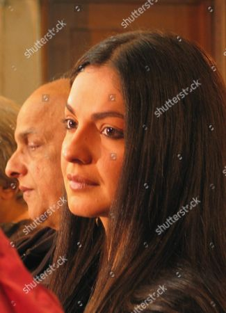 Prominent Indian Movie Star and Producer Pooja Bhatt (r) Along with Her Father Mahesh Bhutt Durring a Press Conference in Karachi On Wednesday 17 December 2003 Pooja's Produced-directed Film 'Paap' Premiered During the 'Kara International Film Festival' in Karachi