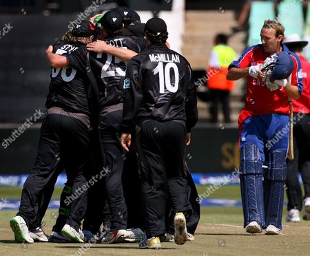 England Batsman Chris Schofield (r) Reacts As He Leaves the Field While the New Zealand Team Celebrate Victory in the Icc Cricket World Twenty20 Championship Match Between England and New Zealand at Kingsmead in Durban South Africa 18 September 2007 New Zealand Won the Match by 5 Runs