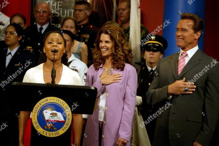 First Lady Maria Shriver (c) and Governor Arnold Schwarzenegger (r) Watch As Nikki Renee Daniels (l) Sings the National Athem During the Unveiling of the Declaration of Independence Ceremony at the California Museum in Sacramento California Wednesday 29 June 2005 the Museum Will Open Monday 4th of July For the Start of the Exhibit Free Admission For Those Who Attend Through 9th October 2005