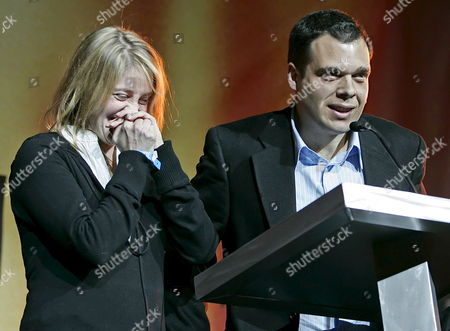 Us Directors Andrea Nix Fine (l) and Sean Fine (r) React to Receiving the Directing Award - Documentary For 'War Dance' at the 2007 Sundance Film Festival Awards Night in Park City Utah Saturday 27 January 2007