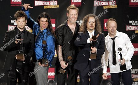 Rock and Roll Hall of Fame Inductees Metallica Members (l-r) Jason Newsted Robert Trujillo James Hetfield Kirk Hammett and Lars Ulrich Appear Backstage During the Rock and Roll Hall of Fame Induction Ceremony in Cleveland Ohio Usa 04 April 2009 This Year's Inductees Are Jeff Beck Bill Black Dj Fontana Wanda Jackson Little Anthony & the Imperials Metallica Run-d M C Spooner Oldham and Bobby Womack