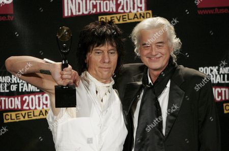 Rock and Roll Hall of Fame Inductee Jeff Beck (l) Appears with His Presenter Jimmy Page (r) Backstage During the Rock and Roll Hall of Fame Induction Ceremony in Cleveland Ohio Usa 04 April 2009 This Year's Inductees Are Jeff Beck Bill Black Dj Fontana Wanda Jackson Little Anthony and the Imperials Metallica Run-d M C Spooner Oldham and Bobby Womack