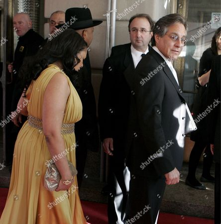American Drummer Max Weinberg (r) Arrives Ahead of Joseph 'Reverend Run' Simmons and His Wife Justine Simmons at the Rock and Roll Hall of Fame Induction Ceremony in Cleveland Ohio Usa 04 April 2009 This Year's Inductees Are Jeff Beck Bill Black Dj Fontana Wanda Jackson Little Anthony and the Imperials Metallica Run-d M C Spooner Oldham and Bobby Womack