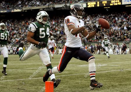 The Bears' Mark Bradley (r) Scores a Touchdown in Front of the Jets' Victor Hobson (l) During the Fourth Quarter of the Chicago Bears' 10-0 Victory Over the New York Jets at the Meadowlands in East Rutherford New Jersey On Sunday 19 November 2006