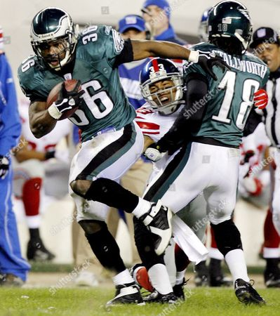 The Eagles' Brian Westbrook (l) Runs Past the Giants' Jason Bell (c) and Teammate Donte Stallworth (r) During the First Half of the Nfc Wild Card Playoff Game Between the New York Giants and the Philadelphia Eagles at Lincoln Financial Field in Philadelphia Pennsylvania On Sunday 07 January 2007 the Eagles Won 23-20