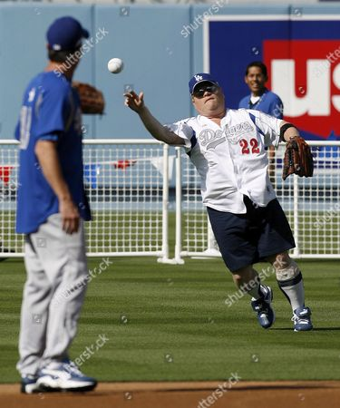 Us Actor Larry Joe Campbell (r) Plays During the 49th Annual Hollywood Stars Baseball Game at Dodger Stadium in Los Angeles California 09 June 2007
