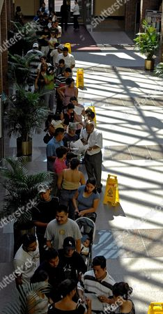 Residents of New Haven Queue at City Hall to Apply For a Elm City Resident Identification Card in New Haven Connecticut Usa 25 July 2007 the Program Was Started by New Haven Mayor John Destefano Jr an Effort to Help Provide Undocumented Residents a Form of Identification to Be Used at Banks Libraries and City Parks