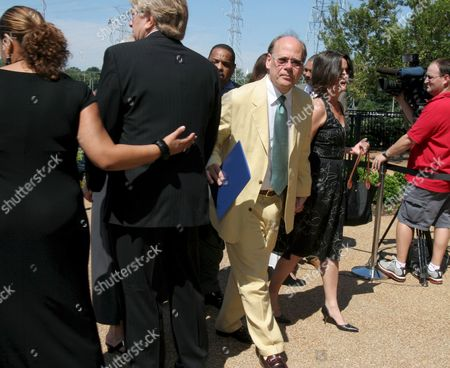 Us Democratic Congressman Steve Cohen (3-l) Representing Tennessee's Ninth District Attends the Memorial Service For Oscar and Grammy Winning Singer and Composer Isaac Hayes at the Hope Presbyterian in Cordova Tennessee Usa 18 August 2008 Hayes Was Found by Family Members Unresponsive Next to a Running Treadmill 10 August He Was Pronounced Dead a Short Time Later at a Local Hospital His Doctor Listed the Cause of Death As a Stroke Hayes Was Also in the Movie