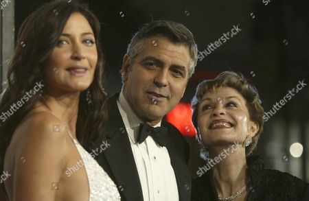 Actor George Clooney (c) Arrives with His Mother Nina Warren (r) and Girlfriend Model Lisa Snowden For the Premier of His New Film 'Ocean's Twelve' at the Chinese Theatre in the Hollywood Section of Los Angeles Wednesday 08 December 2004