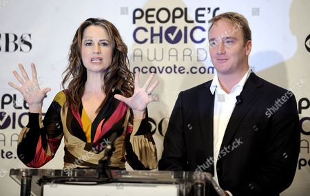 Us Actors Paula Marshall (l) and Joy Mohr (r) Speak During the 35th Annual People's Choice Awards Nomination Announcement Press Conference at the Peninsula Hotel in Beverly Hills California Usa 10 November 2008 the Awards Will Be Held at the Shrine Auditorium in Los Angeles California On 07 January 2009