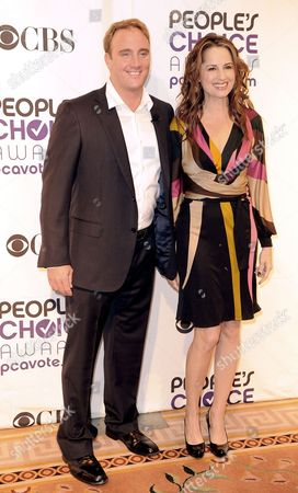Us Actors Jay Mohr (l) and Paula Marshall Arrive For the 35th Annual People's Choice Awards Nomination Announcement Press Conference at the Peninsula Hotel in Beverly Hills California Usa 10 November 2008 the Awards Will Be Held at the Shrine Auditorium in Los Angeles California On 07 January 2009