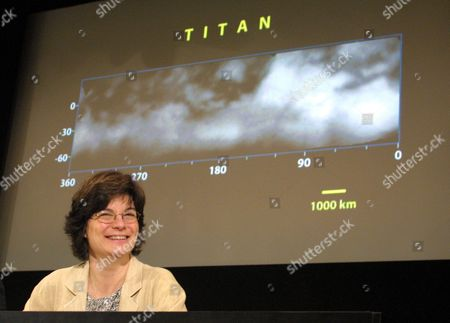 Carolyn Porco Imaging Team Leader From the Space Science Institute of Boulder Colorado Reacts to Seeing Images From the Cassini-huygens Space Probe of Saturn's Moon Titan at the Jet Propulsion Laboratory in Pasdena California On Friday 02 July 2004 the Space Probe Project is a Partnership by Nasa the European Space Agency and the Italian Space Agency