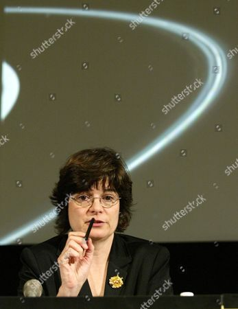 Carolyn Porco Imaging Team Leader From the Space Science Institute of Boulder Colorado (l) Describes Images From the Cassini-huygens Space Probe of Saturn's Rings at the Jet Propulsion Laboratory in Pasdena California On Thursday 01 July 2004 the Space Probe Project is a Partnership by Nasa the European Space Agency and the Italian Space Agency