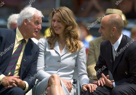 Germany's Steffi Graf (c) and Her Husband Andre Agassi (r) Talk with Tony Pickard (l) the Former Coach of Stefan Edberg During the 2004 Induction Ceremony at the International Tennis Hall of Fame in Newport Rhode Island Sunday 11 July 2004 the United States Dorothy Cheney and Sweden's Stefan Edberg Were Also Inducted Into the Tennis Hall of Fame
