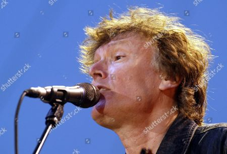 Us Singer Stevie Winwood Performs During the Tribeca Film Festival Free Concert in New York City's Battery Park Saturday 08 May 2004