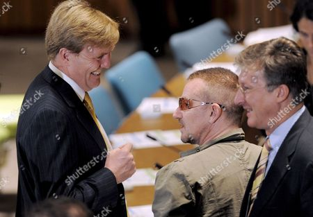 Prince Willem-alexander (l) the Prince of Orange Netherlands and Musician Bono (r) Talk at the Start of a Round Table Discussion About Education and Health During the General Debate of the 63rd Session of the United Nations General Assembly at United Nations Headquarters in New York New York Usa 25 September 2008