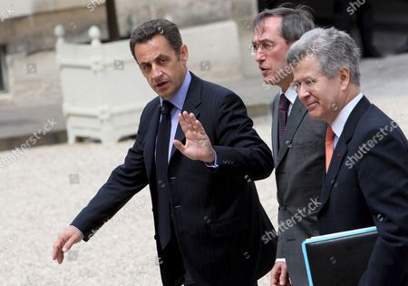 French President Nicolas Sarkozy (l) Greets the Media As He Arrives with Diplomatic Councelor Jean David Levitte (r) and General Secretary of Elysee Claude Gueant (c) at Elysee Palace in Paris France 12 July 2008 After a Working Lunch with Egyptian President and Mediterranean Summit Co-president Hosni Mubarak in Order to Prepare the Mediterranean Summit On 13 July 2008 President Sarkozy Will Recieve Today For a Meeting Syrian President Bachar Al-assad and Lebanese President Michel Sleiman