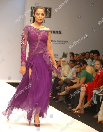 Bollywood Actor Celina Jaitley Displays a Creation by Designer Khushali Kumar During the Wills Lifestyle India Fashion Week (wifw) in New Delhi 15 March 2008 About Eighty-two Designers From Across the Country Are Participating in the Event Which Will Be Held From 12 to 16 March 2008