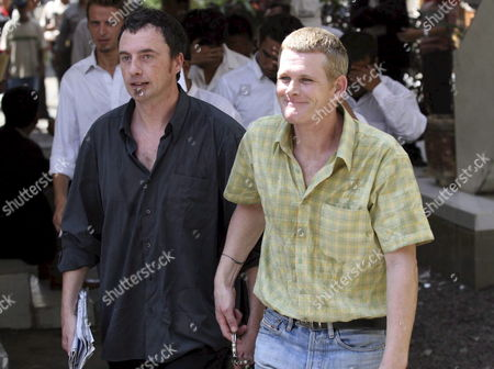 Ronnie Ramsay (r) 39 From Britain Walks with Australian Nicholas Bernard Taylor (l) As They Arrive at a Denpasar District Court in Bali Indonesia On 14 August 2007 Indonesian Prosecutors Asked a Court to Sentence Ronnie to 14 Month in Jail Ronnie is Arrested in Bali After Being Caught with Small Amount of Heroin On February 2007