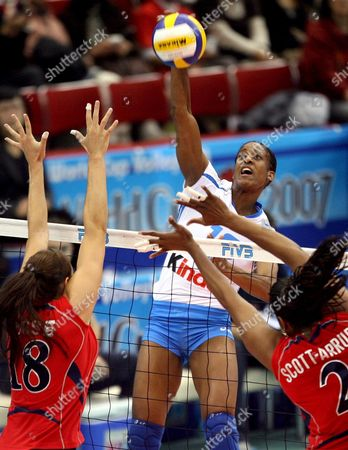 Italy's Taismary Aguero (c) Spikes the Ball Past Cassandra Busse (l) and Danielle Scott-arruda (r) of the Us During Their Fourth Round Encounter at the Fivb Women's Volleyball World Cup in Nagoya Japan On 16 November 2007 Italy Won the Match 25-20 25-18 27-25 to Remain Unbeaten in the Tournament