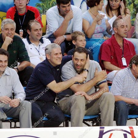 Newly Elected President of Serbia and Montenegro Boris Tadic (c-l) Hugs Sacramento Kings Center Vlade Divac (c-r) During the World League Waterpolo Match Between Hungary and Serbia and Montenegro in Belgrade On Monday 28 June 2004