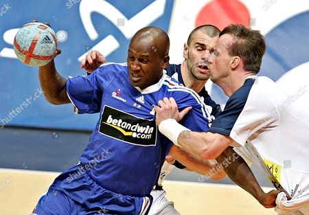 Olivier Girault (l) of France Fights For the Ball with Tomas Laclvik (c) and Martin Hrib (r) of the Czech Republic During Their Men's 19th World Handball Championship Match in Rades Tunisia Tuesday 01 February 2005